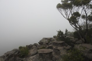 Drawing Room Rocks, Barren Grounds- Bushwalk the 'Gong